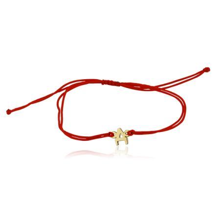 Златни обеци по ухото