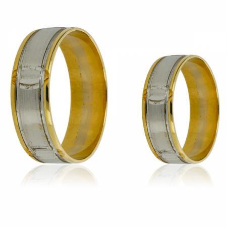 Златен пръстен с капковиден зелен камък