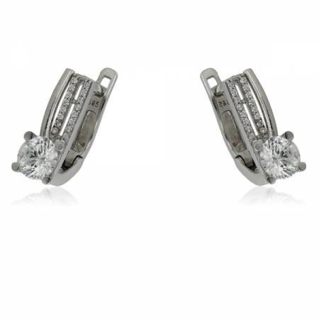 Буква С в кръгче на гривна с червен конец