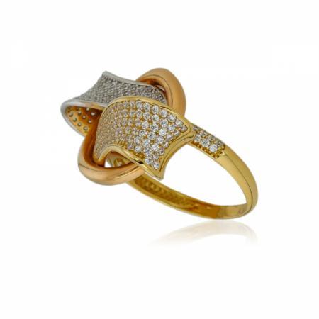 Малко и плътно кръстче на гривна с червен конец