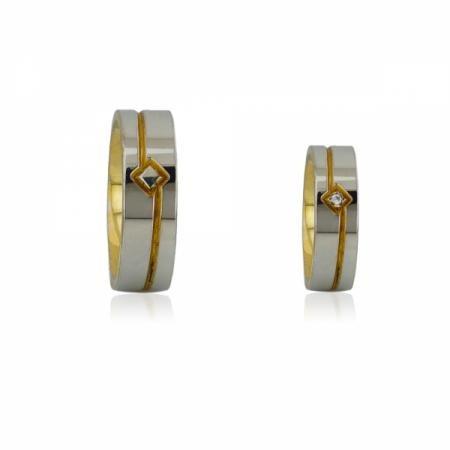 Сребърна висулка с асиметрично сърце и две пеперуди