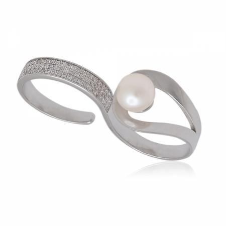 Шармантна сребърна пеперуда