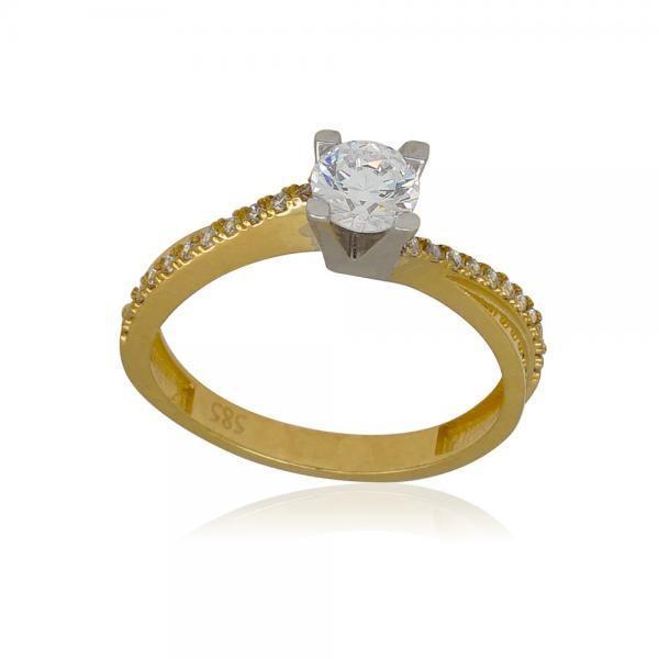 златен пръстен на работа с камъни