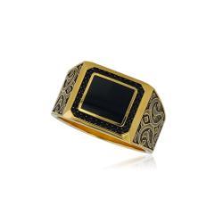 Красиво златно ангелче на гривна с червен конец