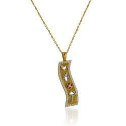Буква С в кръг на гривна с червен конец